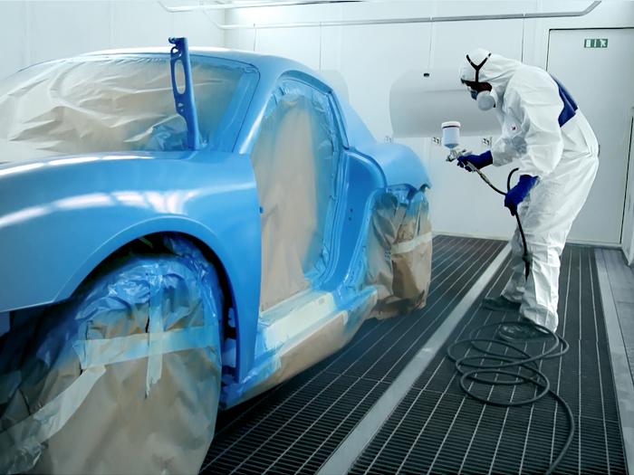 verniciatura della carrozzeria di un prototipo Porsche